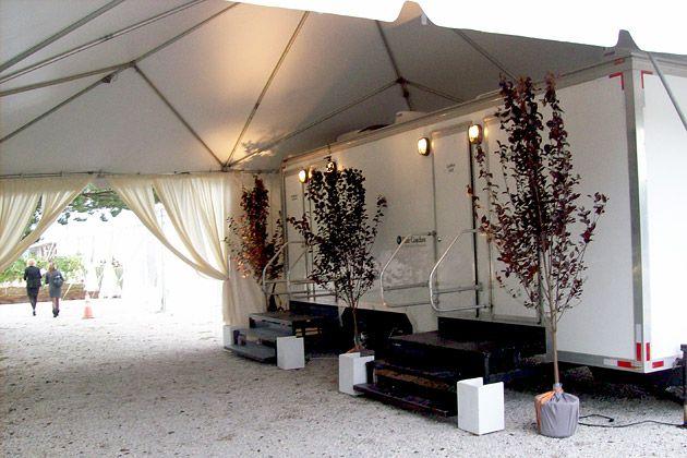 Restroom-Trailer-under-tent